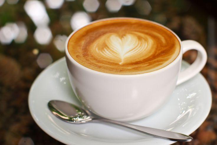 Bez względu na aurę, Gości DoubleTree by Hilton Warsaw czeka zawsze ciepłe przyjęcie. Oprócz powitalnego ciasteczka, w naszym komfortowym Lobby Barze oferujemy najlepszą kawę. Z nami nawet pochmurne popołudnie będzie przyjemne. / Rainy day? It's not a problem! Boost the mood drinking world's best coffee at our Lobby Bar.