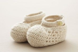 Christening Baby Shoes Off-white Cotton Crochet with strap and button SC64E