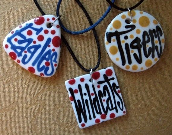 Love these necklaces - show your team pride!