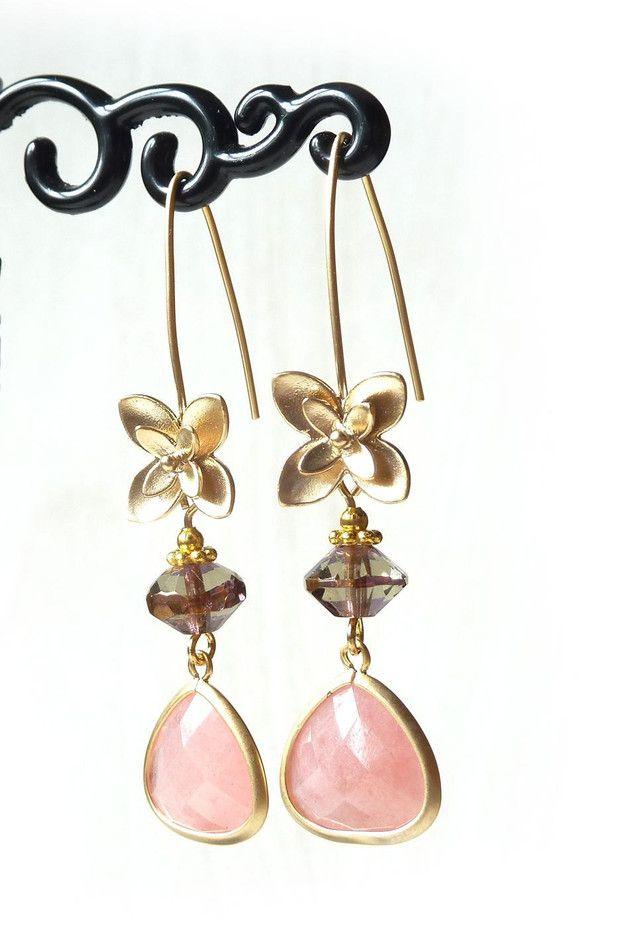 Lange oorbellen - Collectie Elegance: goudkleurige oorbel (S-677b) - Een uniek product van DomesDesign op DaWanda