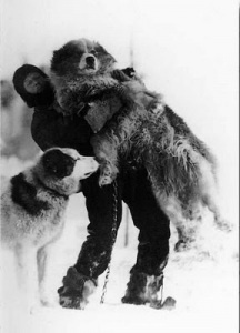 (Dr. Leonard Hussey and Samson, members of the Endurance expedition. Photo by Frank Hurley, 1915)