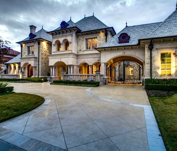 Luxury Dream Homes: I Like The Gate Going To The Inside Of The House