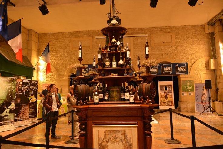 The centre piece in the theatre was a grand antique wooden stand, used to present the Guy Distillery's produdcts back in the 1920s. Recently restored, they kindly lent this unique piece of furniture for use at the Absinthiades 2015.
