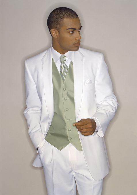jas pria modern dengan warna dasar putih yang banyak dipakai sebagai pakaian pengantin dan pemberkatan
