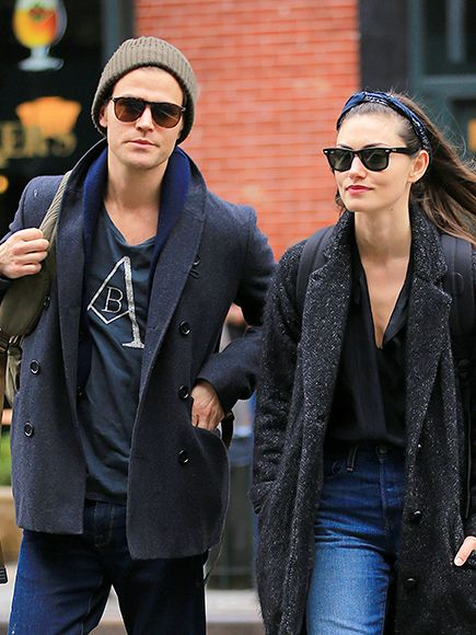 Star Tracks: Monday, March 28, 2016 | NEW YORK MINUTE  | Vampire Diaries star Paul Wesley and girlfriend Phoebe Tonkin take a romantic stroll through New York City on Friday.