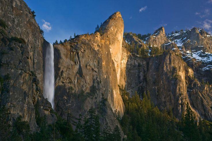 Waterfalls of Yosemite National Park di QT Luong