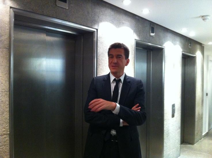 Matthieu Pigasse dans les locaux de la chaîne.