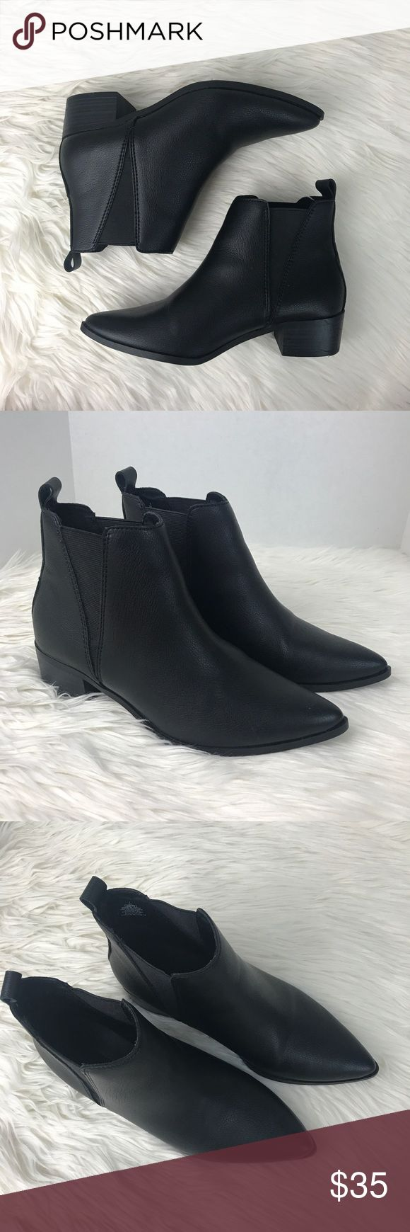 Old Navy Black Pointy Toe Flat Ankle Booties Super cute black booties with a pointed toe. Have a very low heel. They stretch around the ankle which makes them easy to put on/take off. Very gently used condition with minor signs of wear. Perfect for fall and winter. Old Navy Shoes Ankle Boots & Booties
