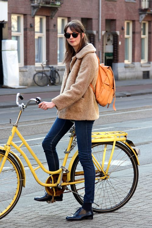 A great fall cycling look. Love the yellow bike.  c/o http://fashionpopulation.blogspot.ca