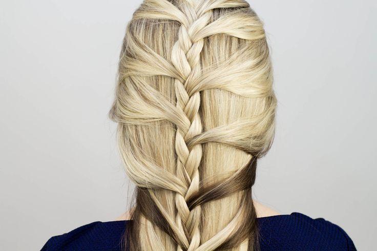 Легкая косичка на длинные волосы. Light braid for long hair