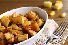 Qualche trucchetto per preparare le Patate al forno croccanti, arrostite e morbide dentro. Anche con i dadini di peperone. Un contorno sfiziosissimo !