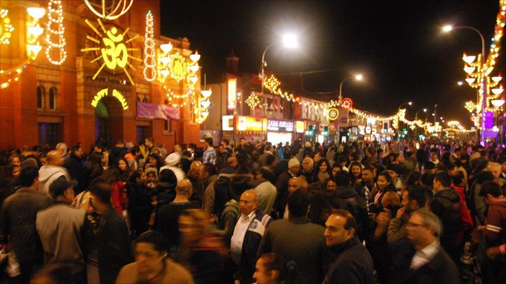 And again, Leicester-Belgrave Rd in 2011 (http://www.bbc.co.uk/news/uk-england-leicestershire-15333726)  http://desi-stylebook.com/2015/11/diwali-around-the-world/