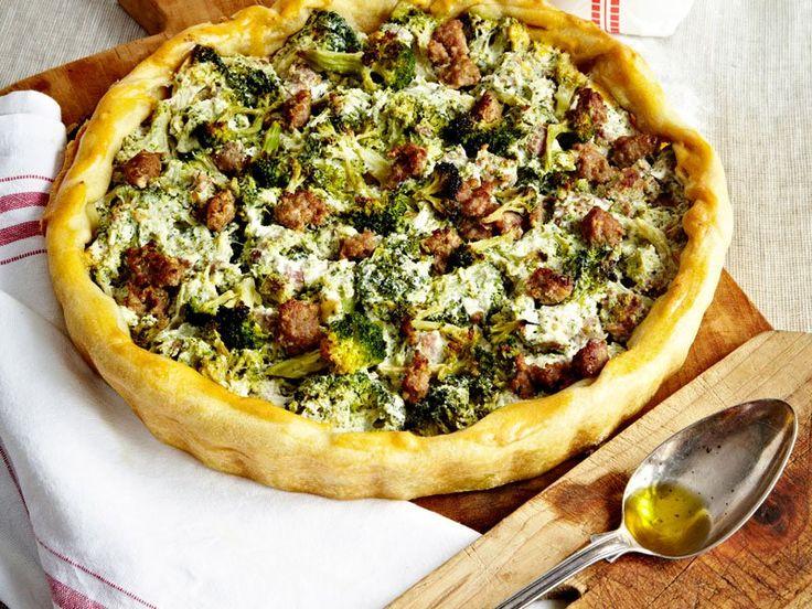Foto torta salata broccoli e salsiccia