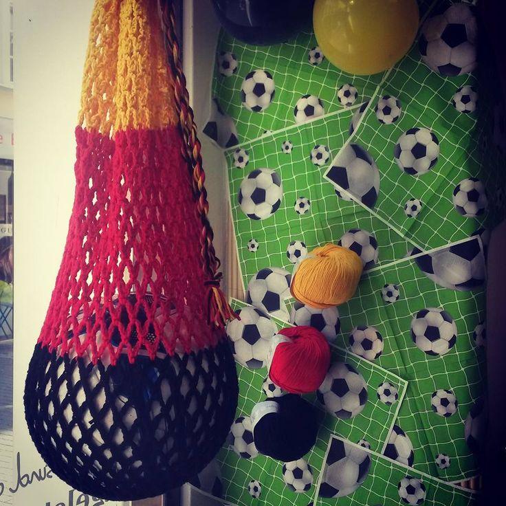 Gehäkeltes Ballnetz aus Nelly von LANGYARNS - in anderen Farben auch super als Einkaufsnetz