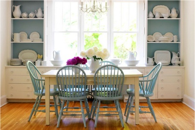 blue: Kitchens, Dining Rooms, Dining Chairs, Diningroom, Blue Chairs, White Dishes, Painting Chairs, Windsor Chairs, Dining Tables