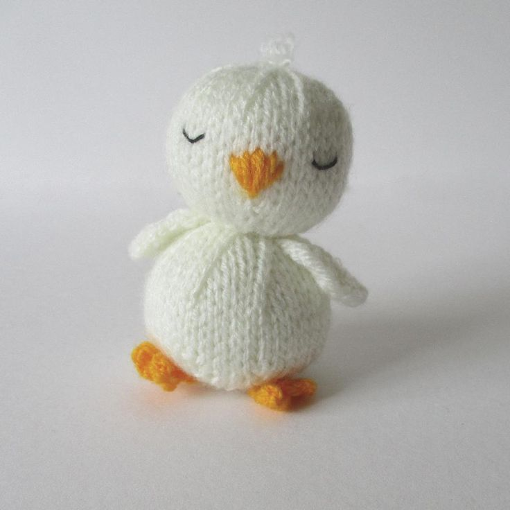Sleepy Chick knitting pattern is a quick toy to knit up in time for Easter! Find the pattern by Amanda Berry at LoveKnitting.