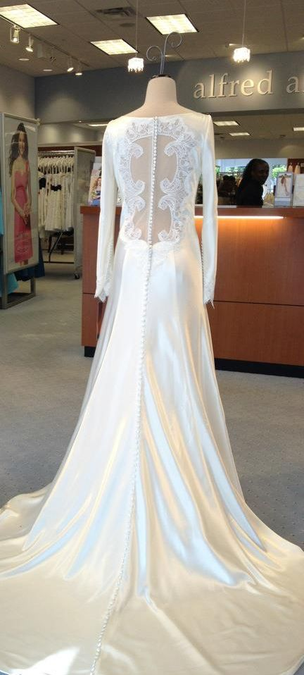Bella's wedding dress - Breaking Dawn 1 - by Carolina Herrera