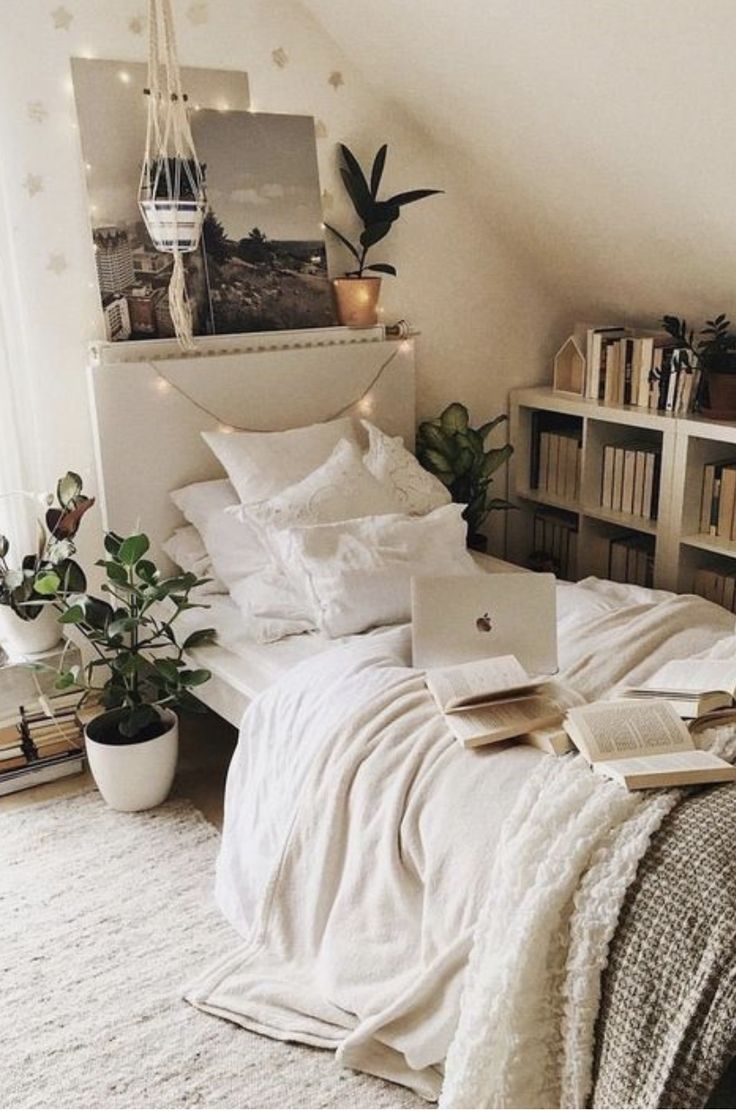 Pinterest Kyliieee Boho College Dorm Room Ideas Urban Outfitters Home White Bedroom With Plants White And Ideen Fur Kleine Schlafzimmer Zuhause Wohnen