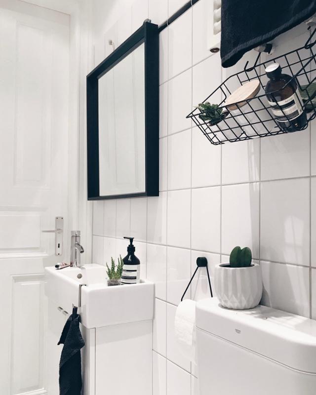 Bad Fliesen Schwarz Spiegel Schmal Korb Living Wohnen Wohnideen Einrichten Inte Badezimmer Schwarz Badezimmer Einrichtung Neues Badezimmer