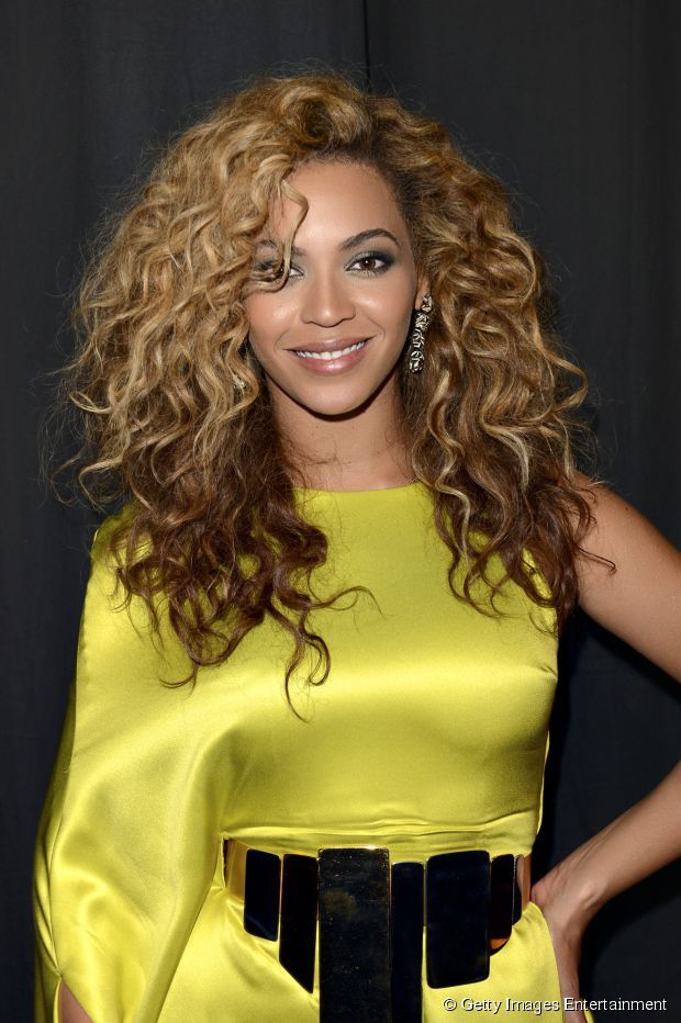Kim Kimble, a cabeleireira de várias famosas como Beyoncé, ensina como tratar o megahair