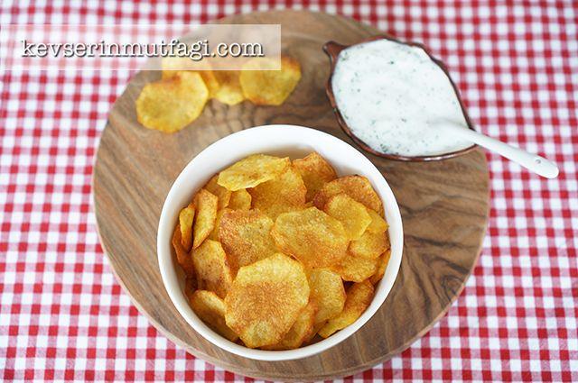 Fırında Patates Cipsi Tarifi Nasıl Yapılır? Kevserin Mutfağından Resimli Fırında Patates Cipsi tarifinin püf noktaları, ayrıntılı anlatımı, en kolay ve pratik yapılışı.