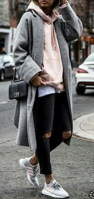 Street style outfits are perfect for fall. Ripped black jeans, grey and pink nik…