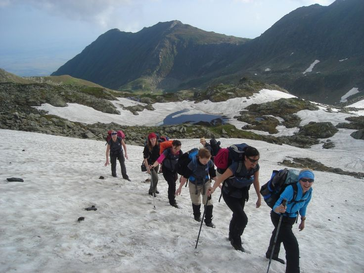 hiking-in-fagaras-mountain-4-holidays-active_thumbnail4.jpg (1000×750)