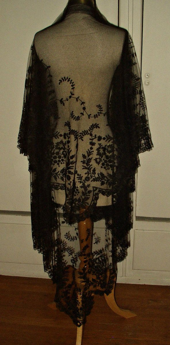 Victorian 1870s Black Chantilly Lace Shawl Mantilla Mourning Veil - The Gatherings Antique Vintage