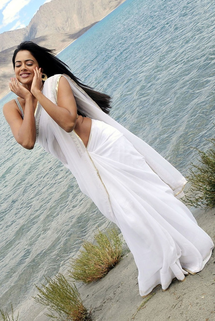 Sexy Sameera.