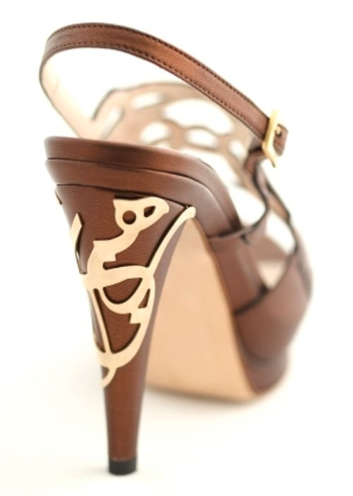 Lovely Arabic calligraphy shoes by Jordanian designer Aennis Eunis.