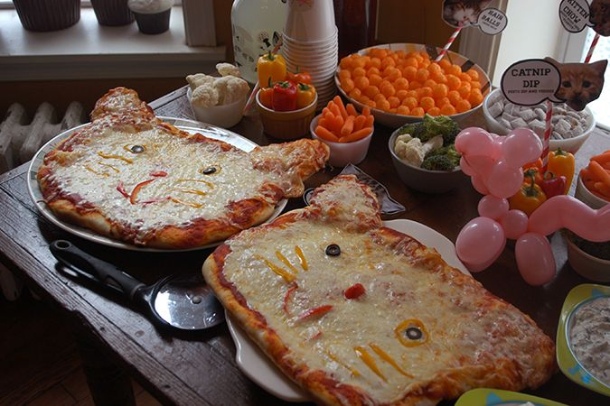 """Awesome cat-themed party from Heidi Kenney - complete with cat pizzas and a """"litter box"""" cake."""
