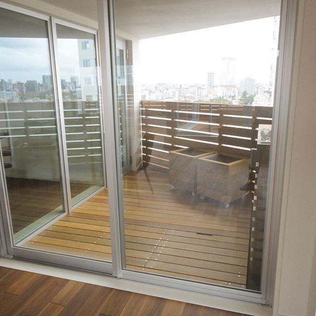 Instagram【gardenhearts_official】さんの写真をピンしています。 《年越し特別企画:ウッドデッキのある窓辺の風景pic3マンションウッドデッキ 2016年にガーデンハーツでウッドデッキをお造りいただいたお客様の室内からの風景を、毎日マンション・戸建てと合計4本ずつ6日間UP致します! ウッドデッキを手にされた方だけが見られる特別な景色。幸せのおすそ分けです。 ご検討中の皆様はどうぞこちらでイメージを膨らませ下さいませ。2017年も皆様からのたくさんのご依頼、心よりお待ちしております。 ガーデンハーツ株式会社 一同 ウッドデッキを使った空間造りはガーデンハーツにお任せください!デッキは安心の10年保証付。 お気軽にお問い合わせ下さいませ。 ◾︎◾︎◾︎◾︎◾︎◾︎◾︎◾︎◾︎◾︎◾︎◾︎◾︎◾︎◾︎◾︎◾︎◾︎◾︎◾︎ #ガーデンハーツ 株式会社 ➿0120-28-8735(見積り無料) HPはプロフィールから▶︎ @gardenhearts_official ◾︎◾︎◾︎◾︎◾︎◾︎◾︎◾︎◾︎◾︎◾︎◾︎◾︎◾︎◾︎◾︎◾︎◾︎◾︎◾︎…