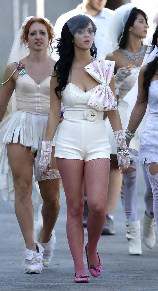 Katy Perry Photos Photos - Musician Katy Perry on the set of her new music video 'Hot N Cold' in Los Angeles. In the video she is dress up as a bride. Later on she is seen with a shirt that says 'I Love Boys' - Katy Perry On The Set Of Her New Music Video