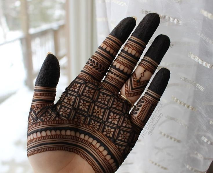 "4,188 Likes, 33 Comments - Camille — Henna CKG (@hennackg) on Instagram: ""Loving this grid pattern I took from @maplemehndi ❤"""