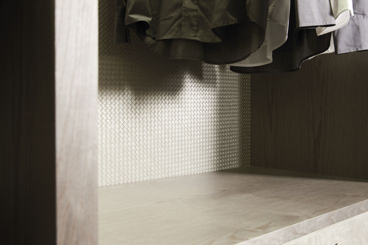walk-in closet's backpanel in woven leather. #emmebi #emmebidesign #wovenleather