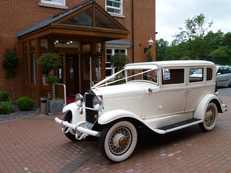 Old Fashioned Wedding Car At The Pinewood Hotel This Would Be So Cool To Use As Pinterest Cars And Weddings