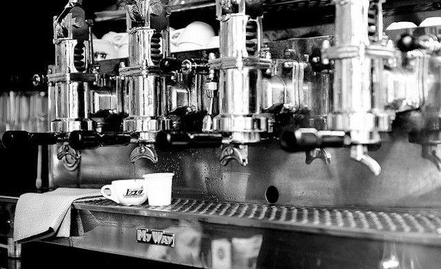 Características principales de la mejor máquina de café: la Cafetera Express http://www.amantesdelcafe.com/info/como-elegir-cafetera-express.html