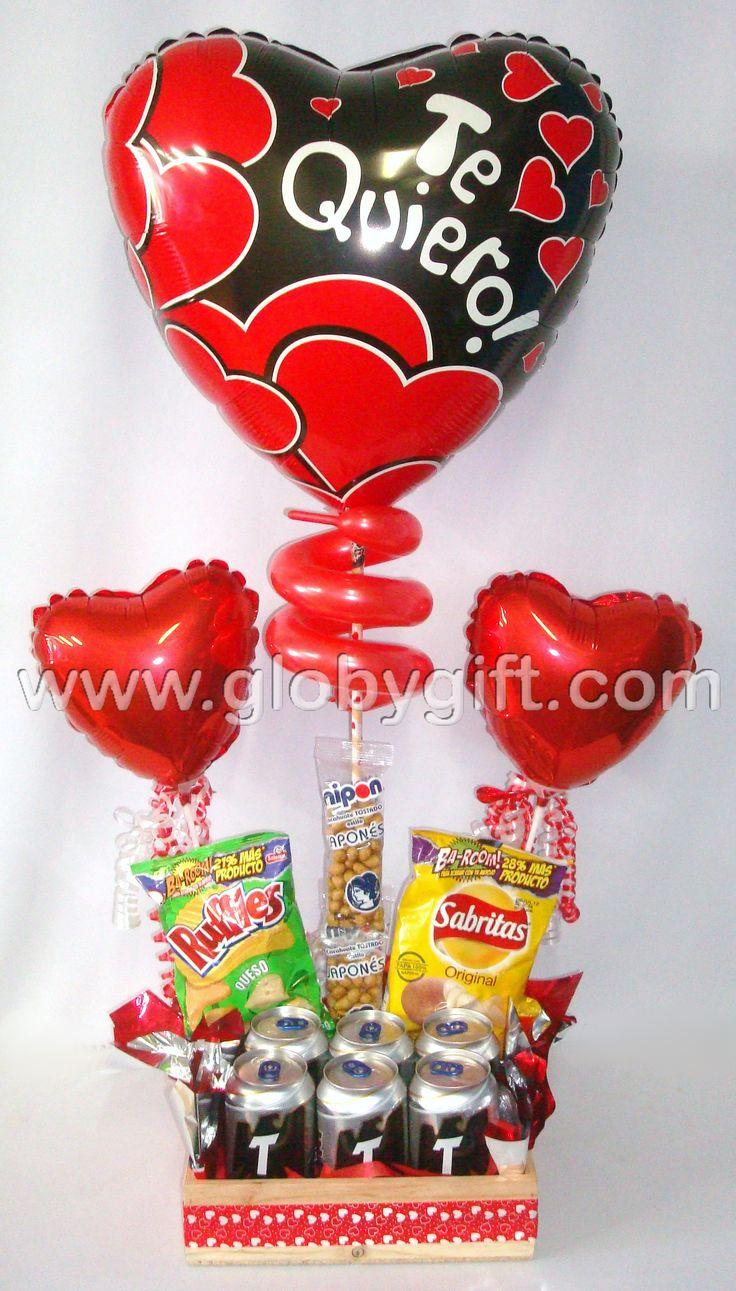 Arreglo de San Valentín para hombre, con globos, botana y cerveza.