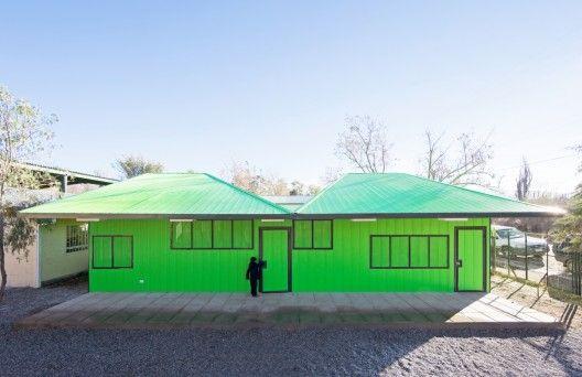Salas de Clases Atrapa Luz / LAND Arquitectos