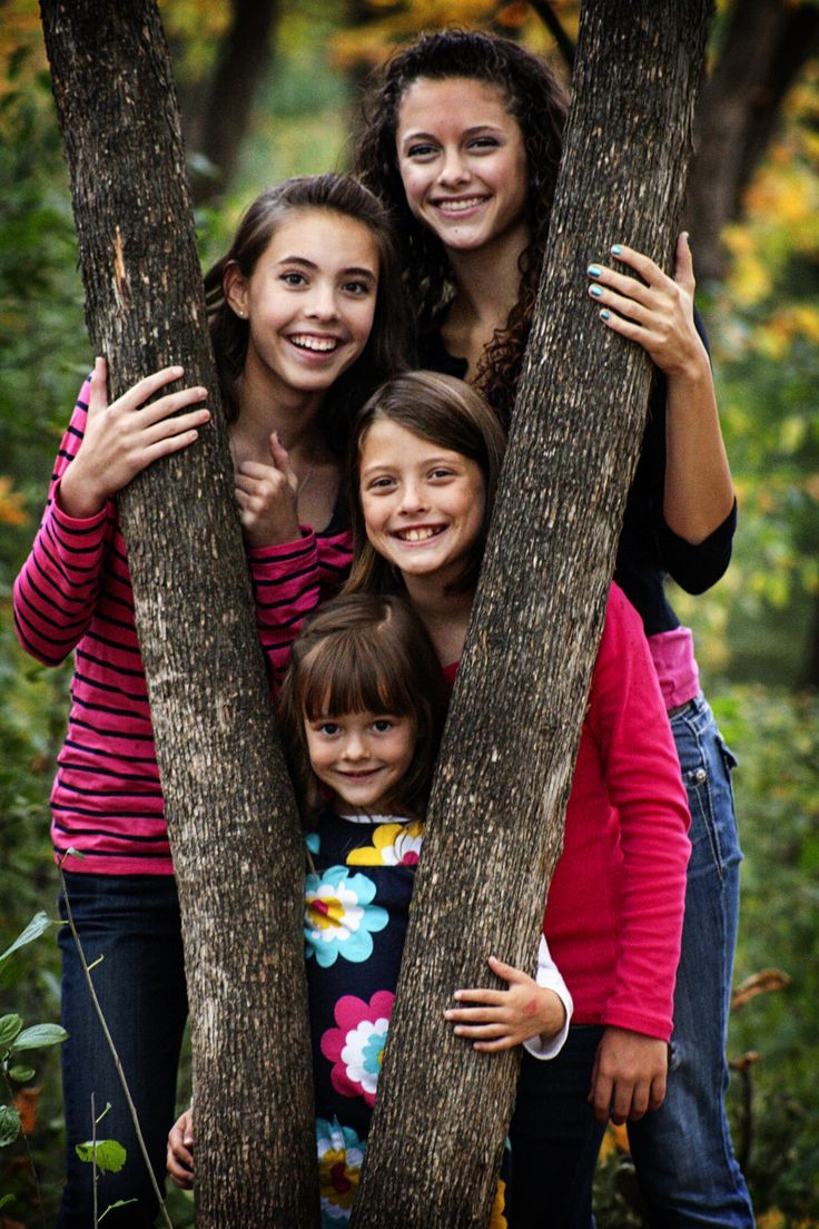 The 25 best outdoor family photos ideas on pinterest for Fall family picture ideas outside