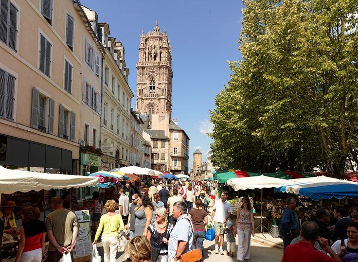 - Par CRT Midi-Pyrénées / D.Viet #TourismeMidiPy #MidiPyrenees #France #marché #market #food #fruit #rodez #tous_en_aveyron
