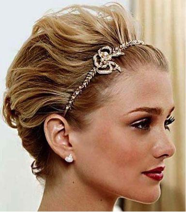 美人度アップ!カチューシャオールバック☆ ショートヘアで作るウェディングドレスに合う髪型一覧。ウェディングドレス・カラードレス・花嫁衣装の髪型まとめ。