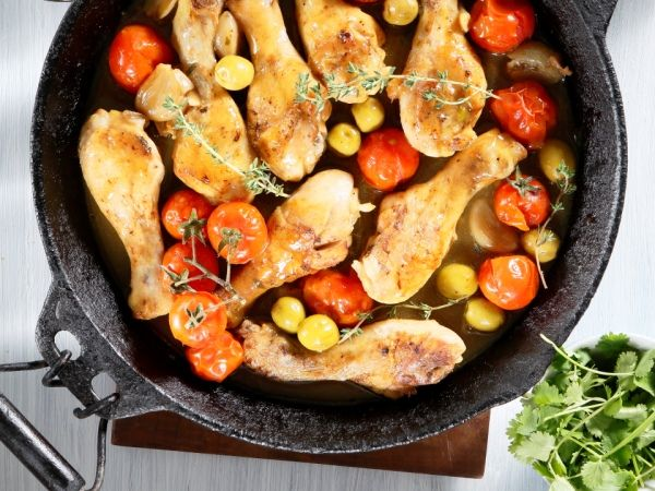 Banting chicken casserole with tomatoes and olives • This juicy chicken dish is just what will get you through the rest of the week.