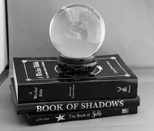 LUNACY WITCH : Photo | Witchy black and white photography | crystal ball | fortune teller | witchcraft | dark | book of shadows