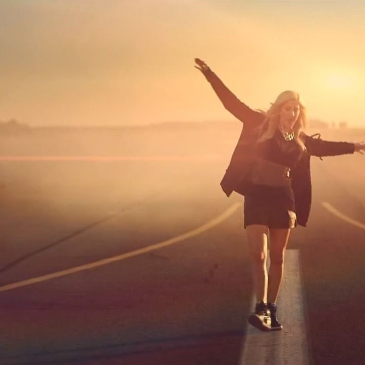"""UK songstress Ellie Goulding enlisted her smartphone-wielding fan base to boost the release of her """"Burn"""" music video by turning to Vine and Twitter."""