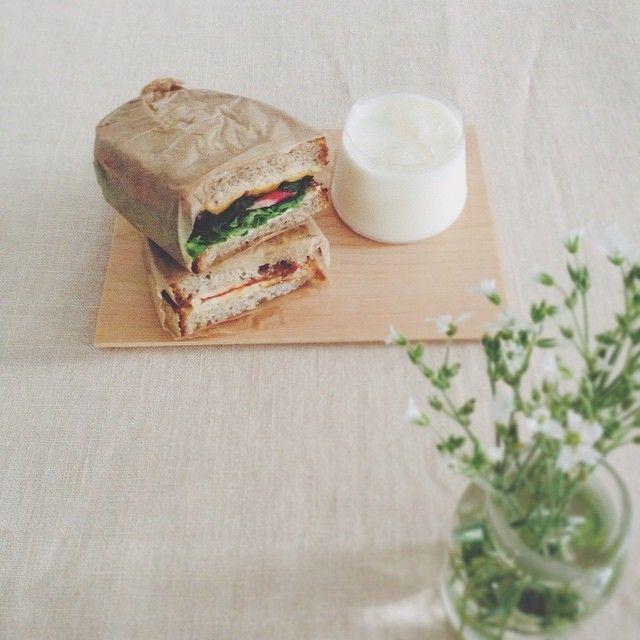 2015.6.19.  トマトとチーズのサンドイッチ  ツナとチーズのサンドイッチ  #いまくま食堂 #こうばさん #飲むヨーグルト by kima2005