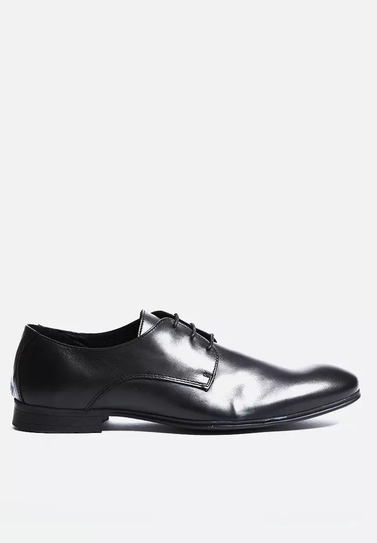 Make a statement with these elegant derby shoes from Jack & Jones, crafted from the finest genuine leather and complete with tidy laces and a rubber sole for total comfort and style. An undisputed essential for all formal looks, pair with tapered trousers and button-up shirt.