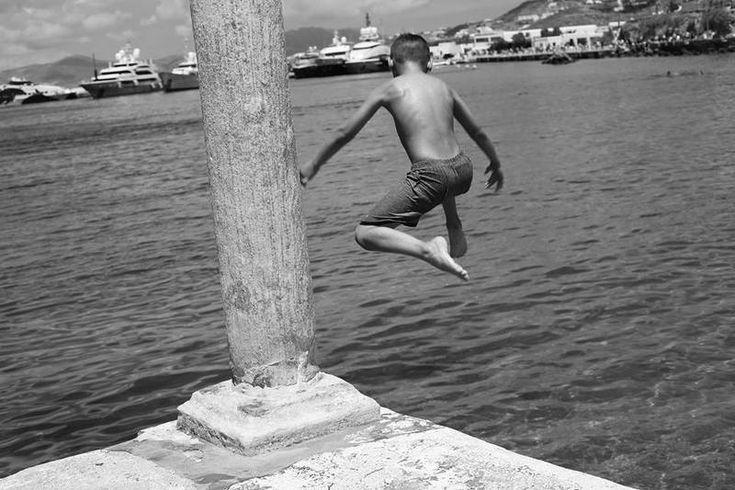 Ο Νίκος Κόκκας είναι ένας φωτογράφος πορτραίτων που λατρεύει να είναι ταξιδιώτης με την όρεξη και το κέφι του τουρίστα.