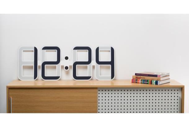 時間を大切に感じるね。横幅1メートルの時計と時を刻もう | roomie(ルーミー)