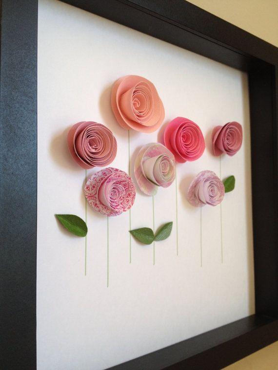 Diese schöne handgemachte gerollten Rosen werden in Ihrem Hause oder kleine Mädchenzimmer einfach perfekt aussehen. Ob eine Liebe für Blumen zu feiern oder um die persönliche Note geben zu behandeln, sich selbst oder jemand, den Sie mit diesem einzigartigen Kunstwerk lieben. Dieses Design wurde liebevoll gemacht, mit einer Auswahl von vielen verschiedenen Papieren. Jedes Design hat seine eigene einzigartige Kombination von Papiere daher Inhalt von Zeit zu Zeit variieren. Haben Sie braucht…